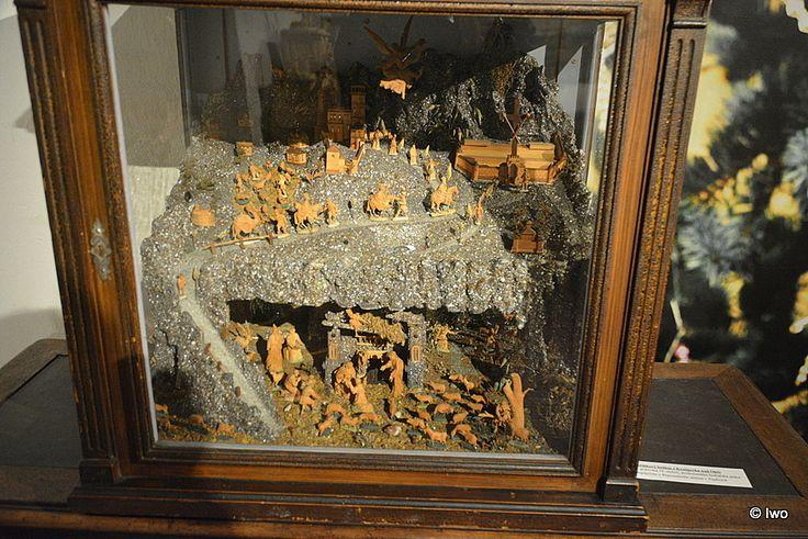 Skříňkový betlém z Kynšperka nad Ohří, 1. polovina 19. století (Regionální muzeum Teplice)