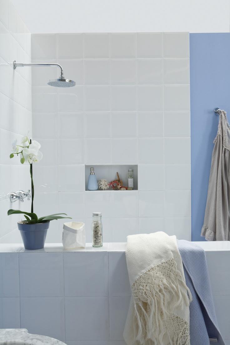 Un bagno classico e luminoso