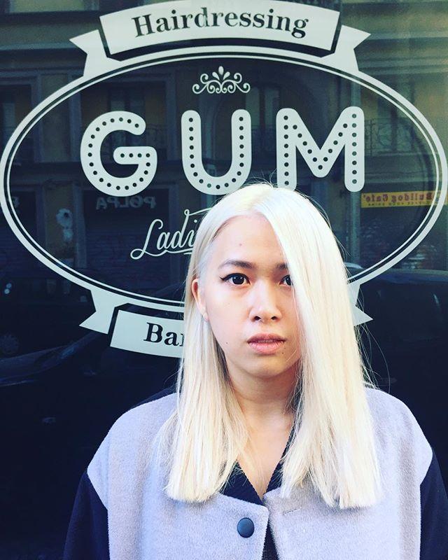 Platinum Week • GUM Haircolor @moki_pony • #gumsalon #gumattitude #milan #bleach #longhair #platinum #girls #haircolor #hairstyle #coolgirl