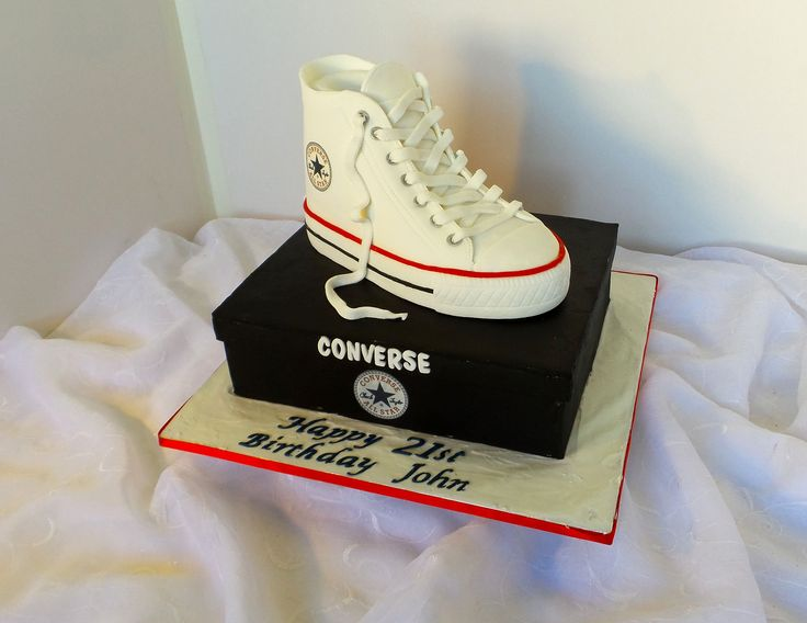 https://flic.kr/p/HhT8Gj | Converse sneaker shaped birthday cake | Design was send in by client