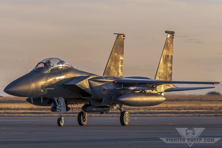 A Boeing F-15E Strike Eagle from the 389 FS returns to park at Mountain Home AFB after a late-day DCA sortie.