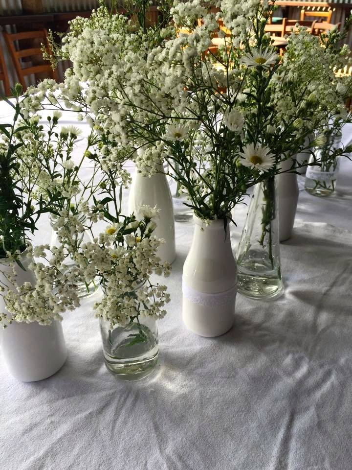 Babys breath is beautiful! #ivyandmoss #eventstyling #flowers #babysbreath #styling #tablesetting #countrywedding #rustic #vases