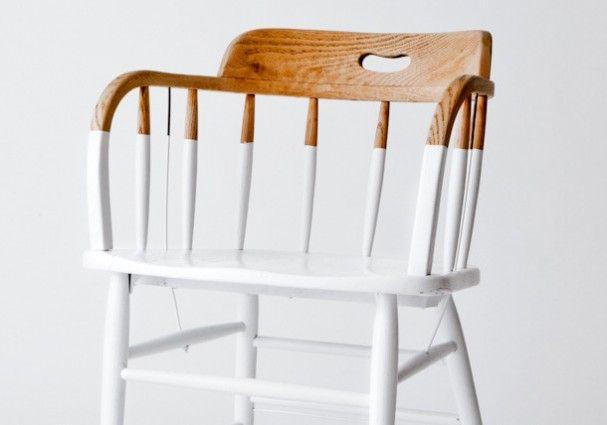 Deze stoel, de Dip Chair, heeft een nieuw jasje gekregen doordat hij gedipt is in een laag witte verf. Het ontwerp is gebaseerd op de Windsor stijl, uitgevonden in New York, en werd vooral geproduceerd rond de jaren '50.