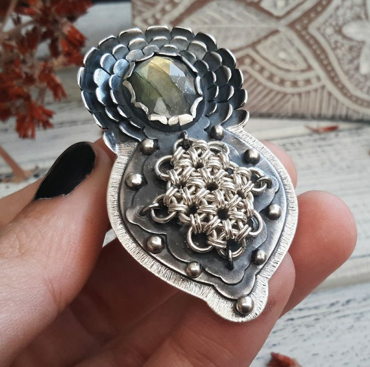 Shield ring with handwoven chainmaille piece and oval green Labradorite