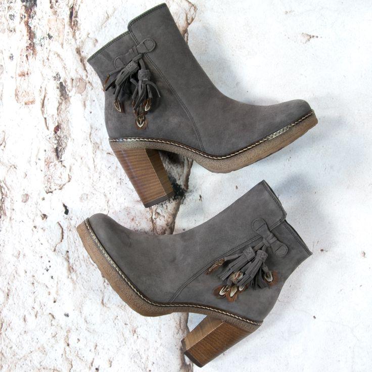 Gabor feather boots --> https://www.omoda.nl/dames/laarzen/enkellaarsjes/gabor/grijze-gabor-enkellaarsjes-55-720-68437.html