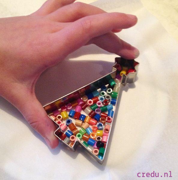Credu.nl - Kerstboom hangers gemaakt met strijkkralen en koekvormpjes http://credu.nl/?s=koek&post_type=product
