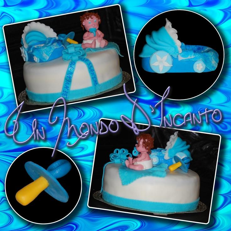Torta Red Velvet per la nascita di Alessandro, ricoperta e decorata con pasta di zucchero.