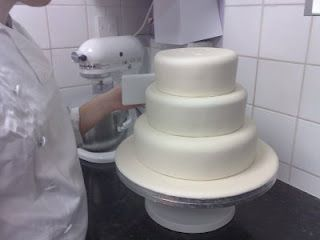 Cake Decorating :: How to stack a wedding cake
