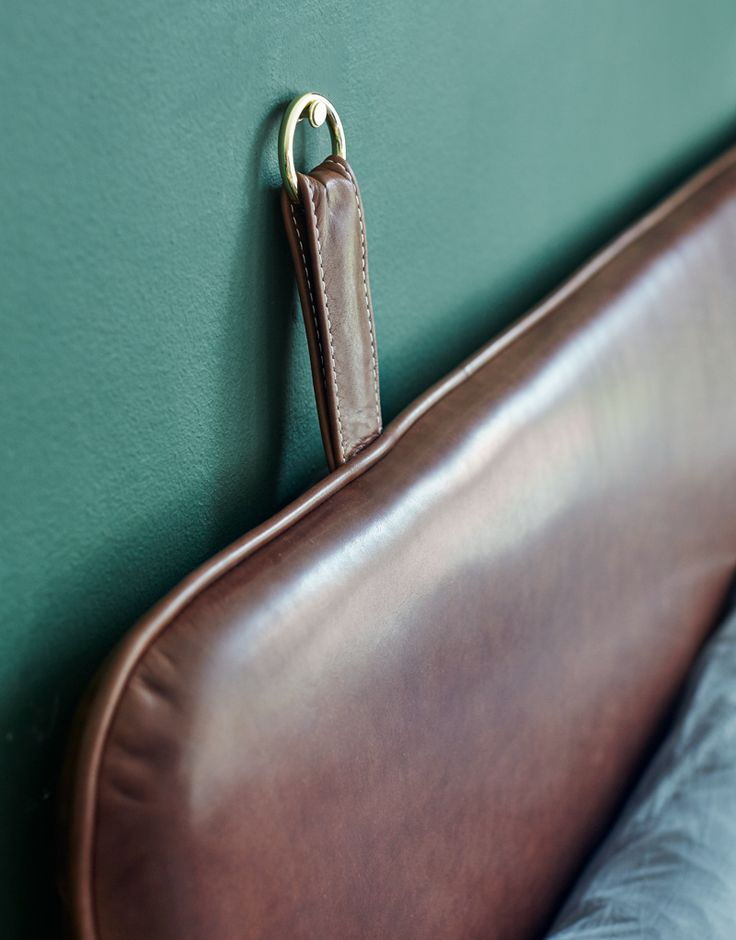 THE M - Coffee aniline leather - brass hangers