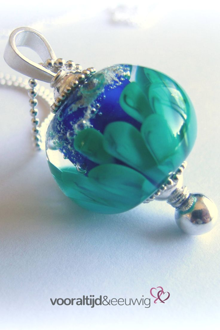 #ashanger in de kleuren #blauw  en #groen met motief #Lotusbloem #rouwen