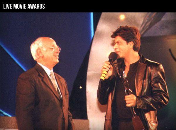 Late Yash Johar and Shah Rukh Khan at The Sansui Viewer's Choice Movie Awards.