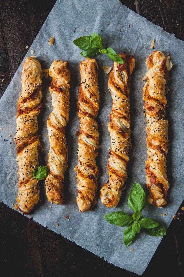 Pizzastangen aus Blätterteig, Rezept, Müslistangen, Knusperstangen, selbstgemacht, schnell, einfach, Frühstück, zum mitnehmen, Snack, Gebäck