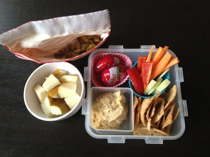 Great bento ideas for back to school like an easy hummus plate