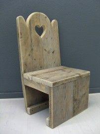 Kinderstoel van oud gebruikt steigerhout met een hartje (22131502) | Bankjes & stoelen | JORG`S Houten Meubelen