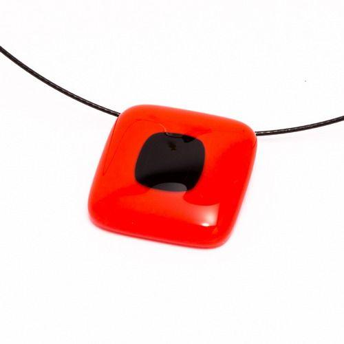 Piros-fekete medál