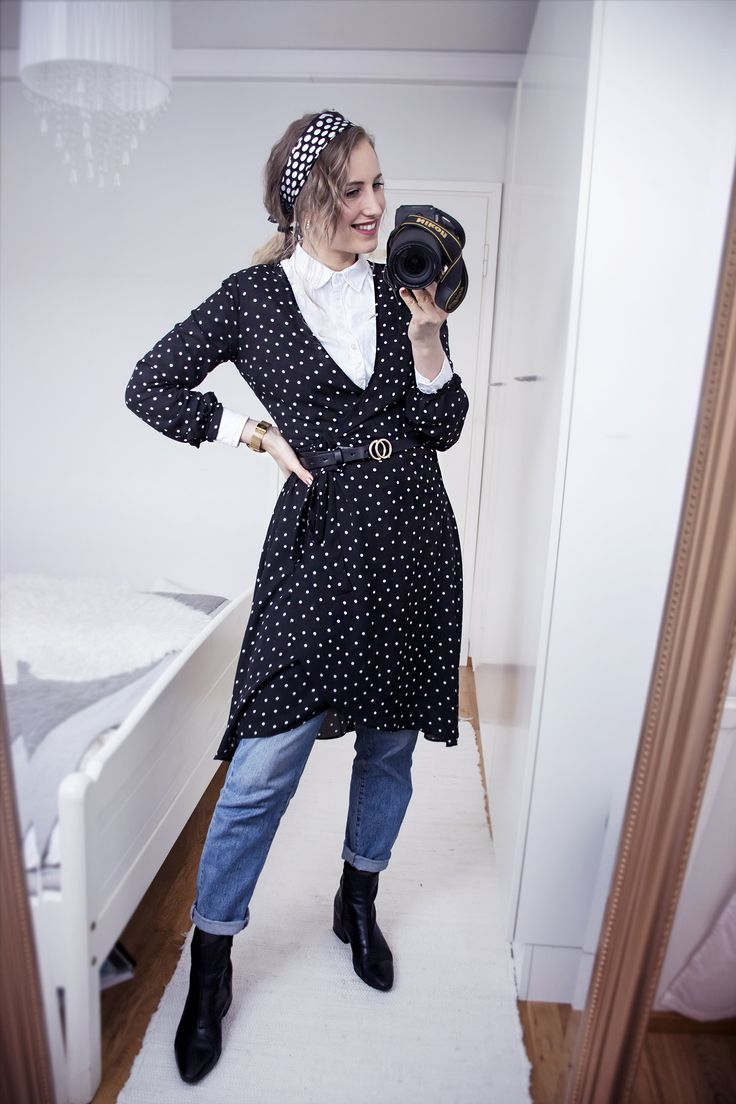 sandraemilia, style, outfit, polka dots, dot, dress, fashion, ootd, winter, spring, 2018, white shirt, mom jeans, scarf, gold
