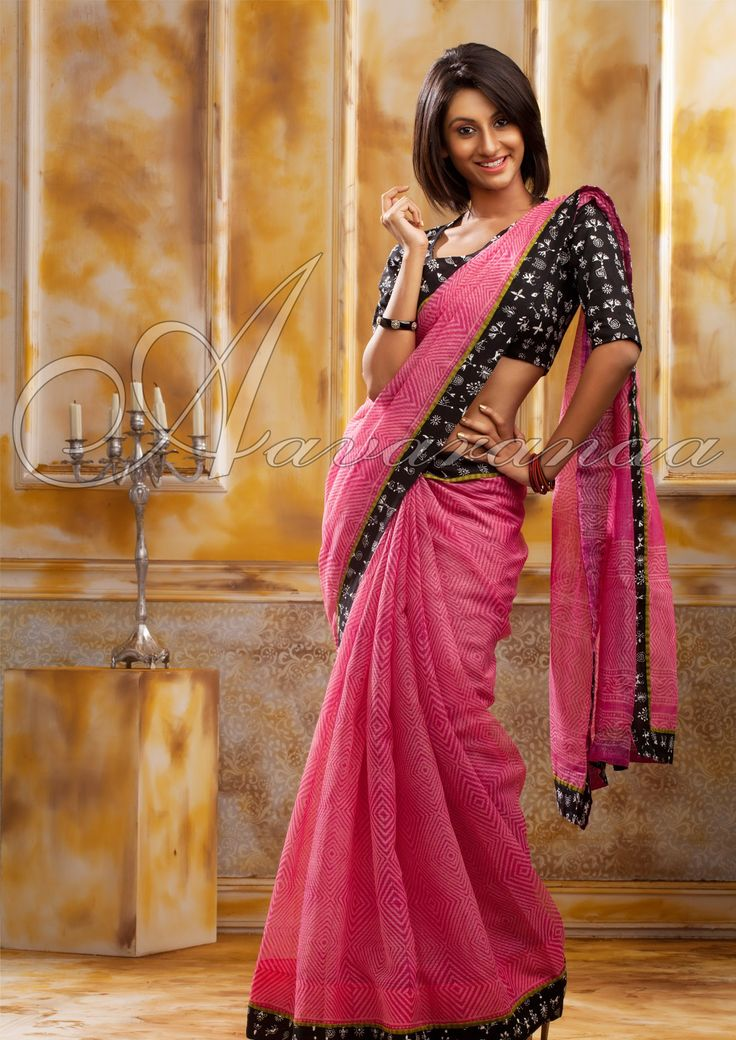 The printed patterns of the georgette saree are fascinating. They also come with contrast printed pallus.