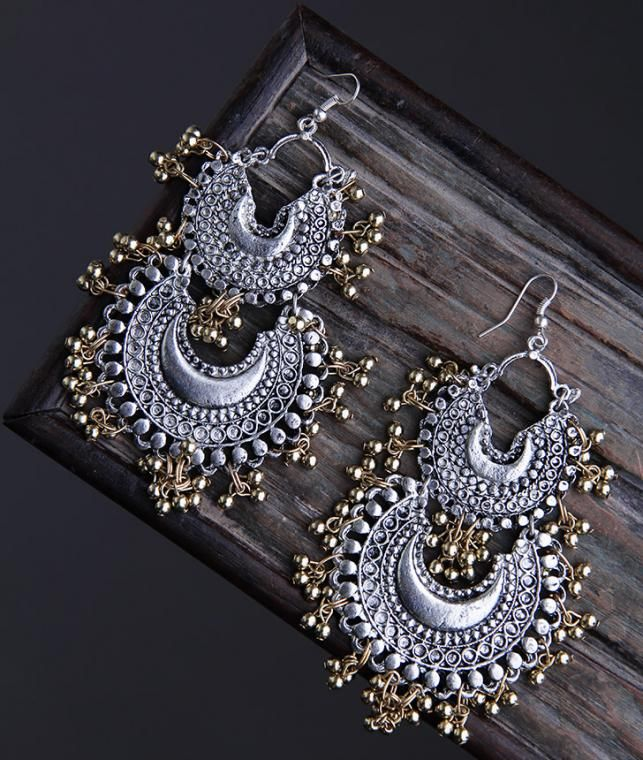 Buy Dress to the Nines by Ritika Sachdeva Classic necklaces, earrings and…