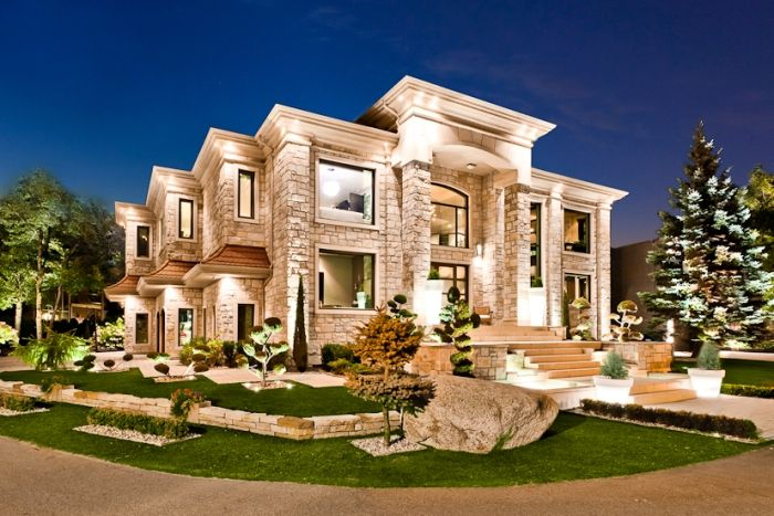 Modern masterpiece 4 598 000 mansion exterior night for Images of front view of beautiful modern houses