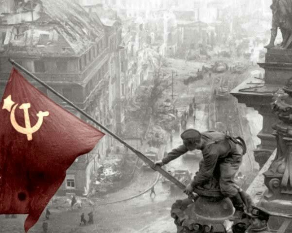 Se denomina aRevolución rusaal conjunto de acontecimientos sucedidos entre febrero y octubre de 1917 y que llevaron al derrocamiento del régimen zarista y la instauración del primer gobierno socialista del mundo.