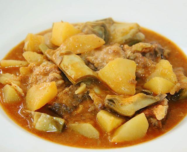 Avui un plat de cullera: guisat de pataca corder i carxofa. La recepta a http://ift.tt/2F5kRiO  #benremenat #gastronomia #ebreactiu #recepta #carxofa #festadelacarxofa #corderdelaterraalta #cuina #amposta