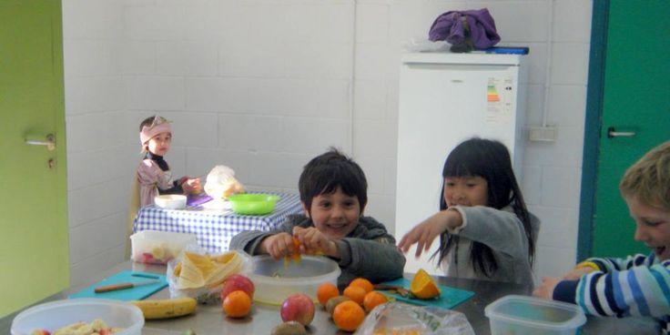 La cuina. Està oberta als nens i nenes per experimentar amb aliments i preparar esmorzars. The kitchen is always open for children