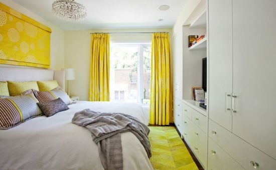 Covor pufos galben in dormitory / Yellow fluffy carpet in the bedroom