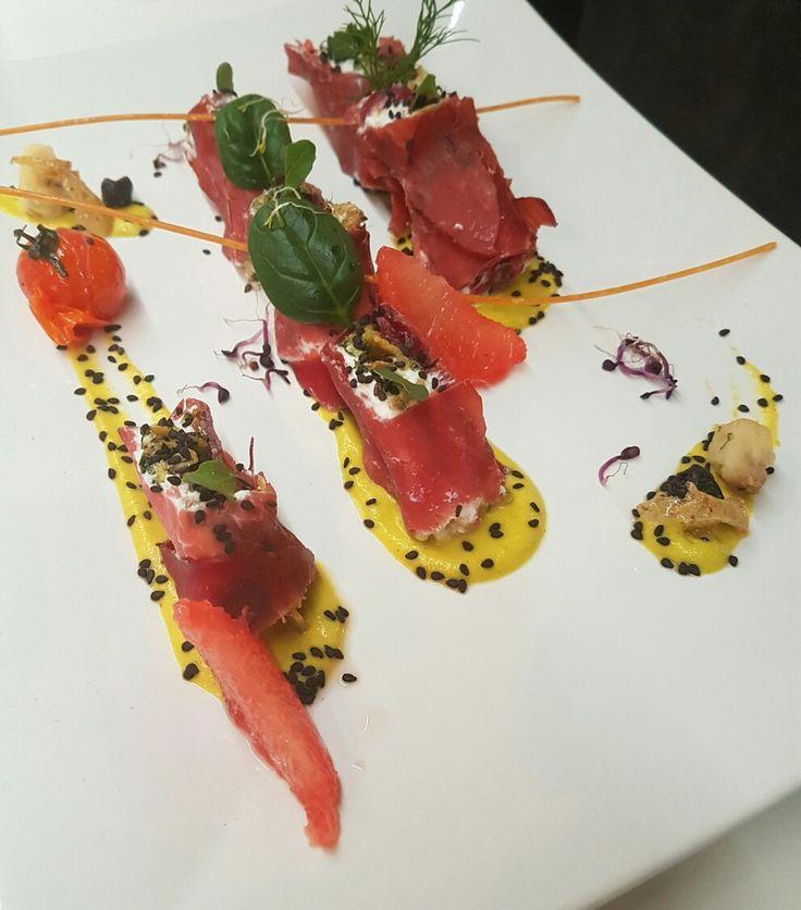 Sushi all'Italiana...bresaola della Valtellina, ricotta fresca vaccino, cipolla caramellata e tanta arte