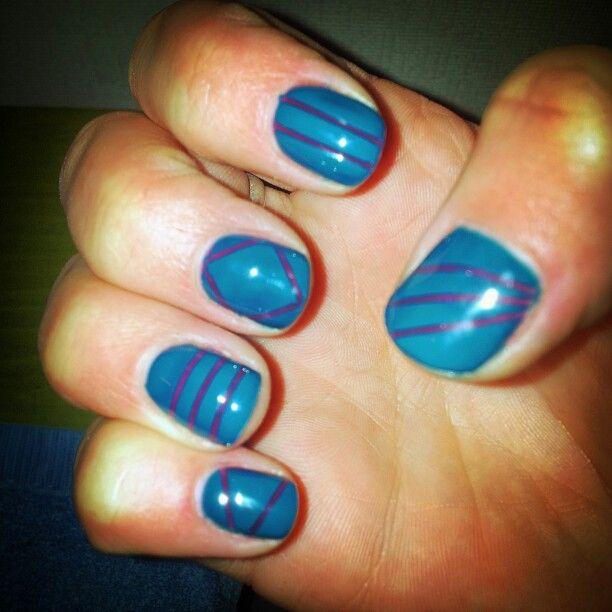 Striping met gel nagellak! ! Tip: uitharden eer de stripe af te halen.. geen te dikke lagen aanbrengen