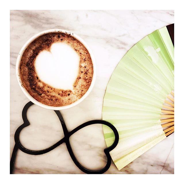 Looky en balade à Hong Kong commence sa journée au merveilleux café DeadEnd @cafedeadend  Bon dimanche à tous! ☀️ #maisongaja #lhumeurdelooky #hello #cafe #coffee #butfirstcoffee #coffeetime #travel #travelling #lesbonnesadressesdelooky #summer #balade #fun #hongkong