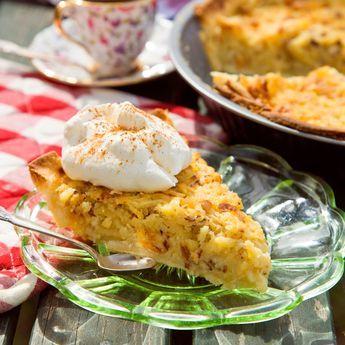 Råriven äppelpaj    Fräsch, knaprig och saftig är denna goda äppelkaka.
