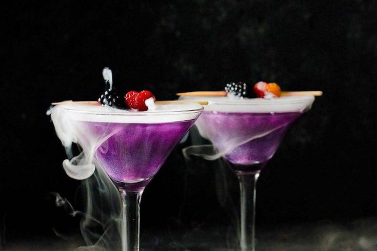 Sure, the bloody zombie brain cocktails are fun, but these 5 skinny Halloween cocktails are actually appetizing...and your scale won't scare you later.