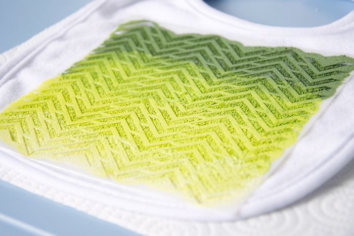 DIY Handmade Ombre Bib for Baby // such a fun idea for a baby shower activity.