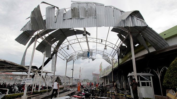Over 50 wounded in double bombing outside supermarket in Thailand https://www.rt.com/news/387714-thailand-explosion-supermarket-pattani/