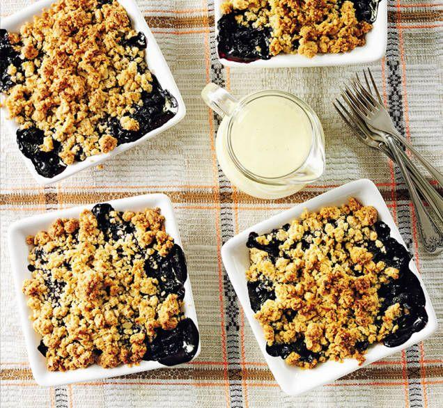 """Denna paj kan göras med all möjlig frukt eller bär. Detta recept är ur Pluras kokbok """"Pluras bästa - kärleken till maten""""."""