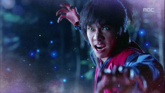 """Lee Seung Gi Transforms into a Beast for """"Gu Family Book"""""""