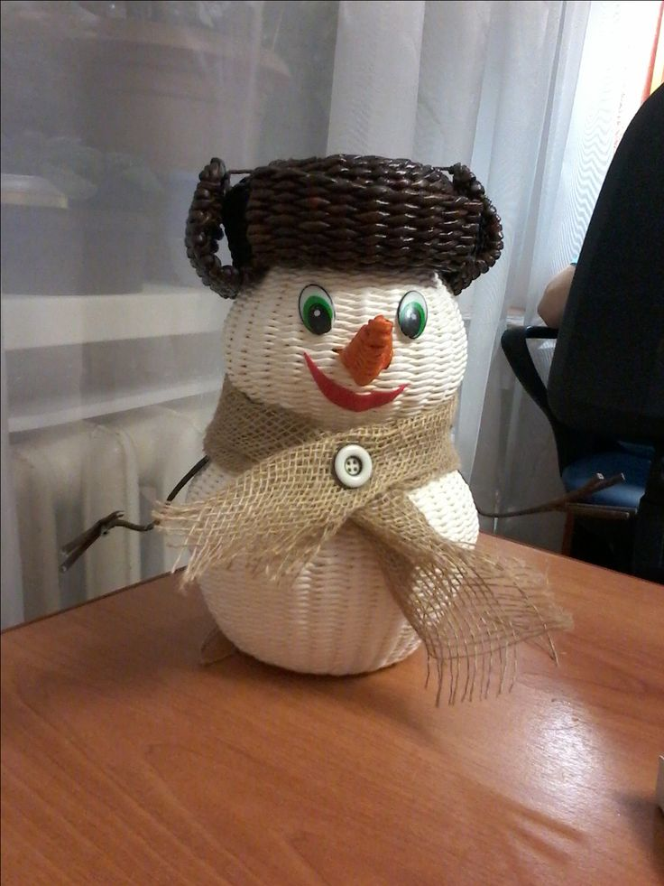 снеговик -шкатулка,плетение из газет.