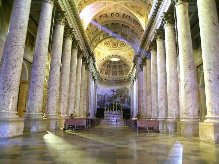 Forlì, Cattedrale di Santa Croce, veduta del monumentale interno neoclassico.