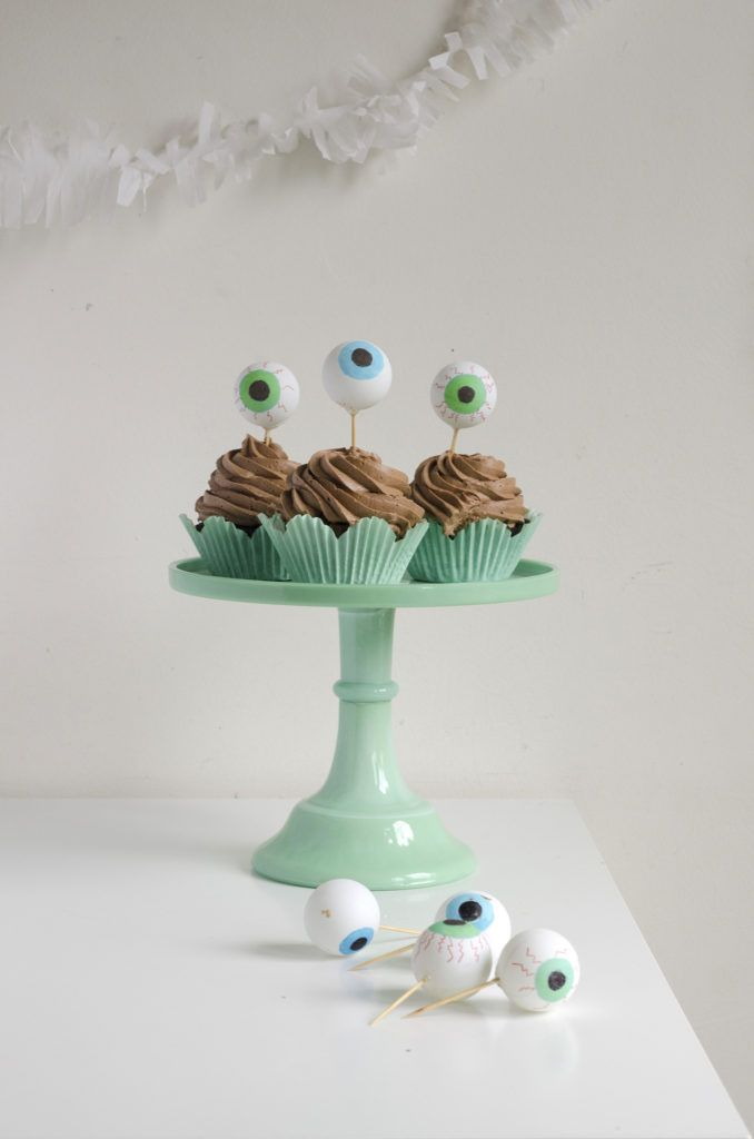 Halloween Google Eye Cupcake Toppers | willowday