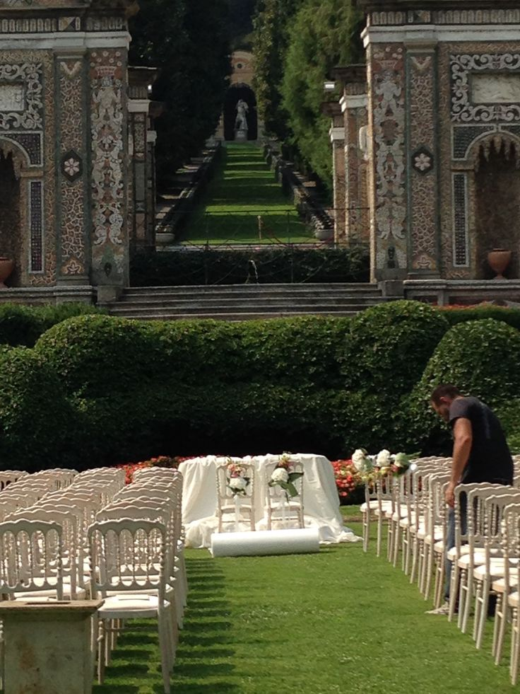 #peonies #hydrageas for a #summer #wedding in #lakecomo. Let #Whiteemotion design your tailor made wedding #decor.