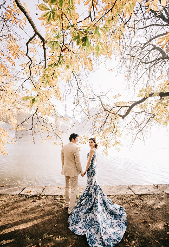 A classic lakeside prewedding portrait filled with modern romance!