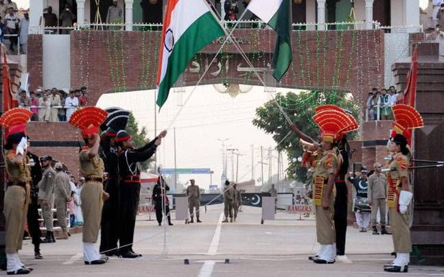 On the eve of #independenceday , #India - Pakistan's #flag war at #wagahborder #IndiaAt71