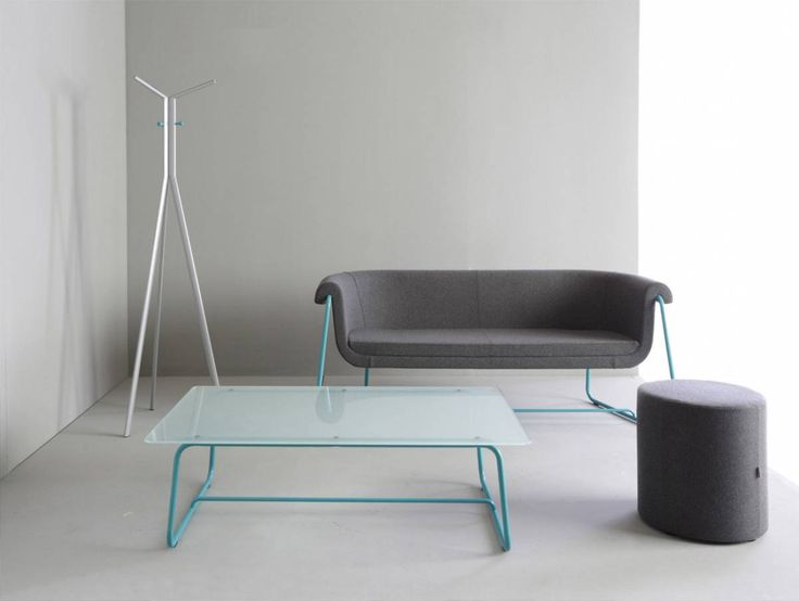 Fotel i sofa Hover zaprojektowane zostały z myślą o nowoczesnych, przestronnych wnętrzach, urządzonych w minimalistycznym stylu. #elzap #meble #sofa #fotel #stolik #biuro #recepcja #kolekcja #design #wnętrze #szarości