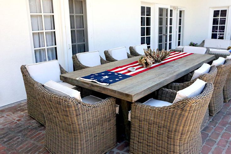 oytdoor table and chairs! love the flag runner too