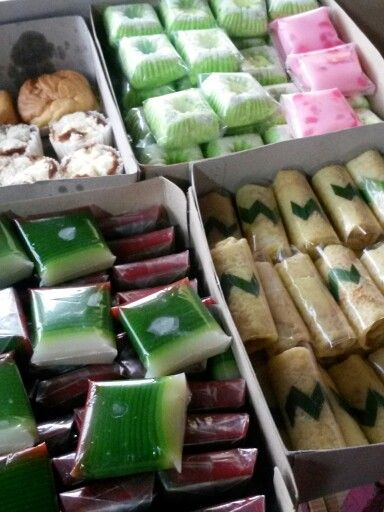 Indonesian 'Jajanan Pasar' - sweet and savoury in favor