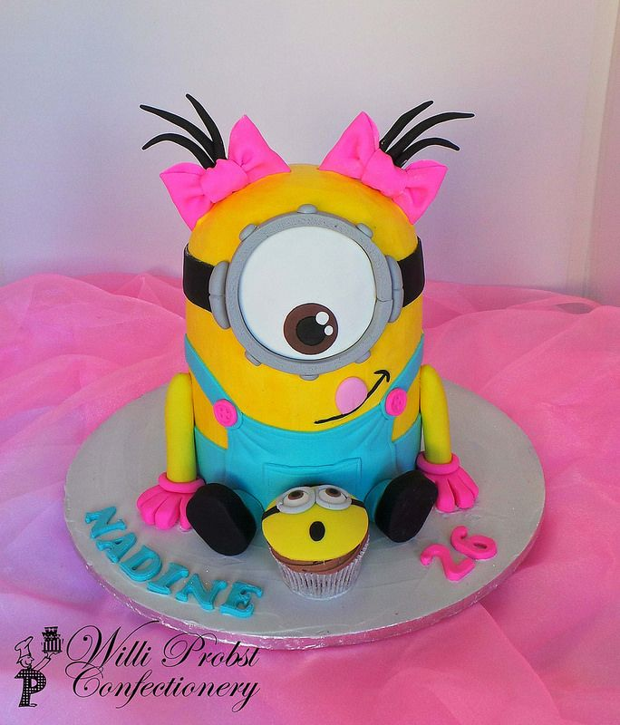 Girls Minion birthday cake... I would love to make/buy this for Ayleen