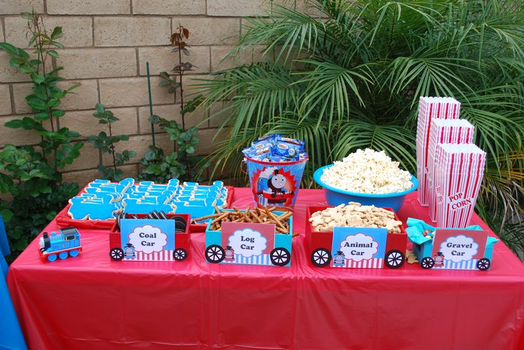 thomas the train snack table alexander 39 s thomas the train party ideas pinterest discover. Black Bedroom Furniture Sets. Home Design Ideas