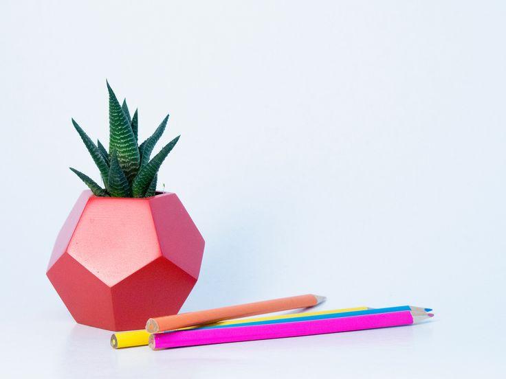 Dodecaedru - vas pentru plante. Geometrica, o colectie de vase moderne, ideale pentru plante suculente sau cactusi, acasa sau la birou. Create de Atelierro. www.atelierro.eu