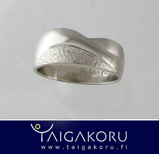 KVS86 Sormus, tunturi, valkokulta. Wedding ring, white gold. www.taigakoru.fi by TAIGAKORU, via Flickr