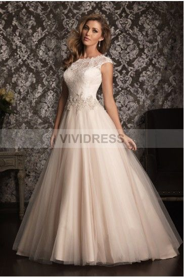 How amazing. Ivory wedding dress with tulle skirt, princess waist and cap sleeve lace shoulders. In love.